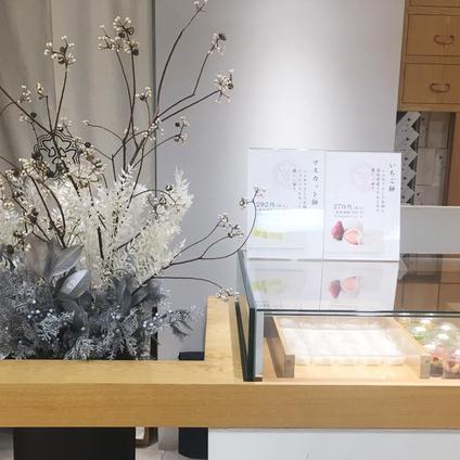 三越栄店のお花が変わりました